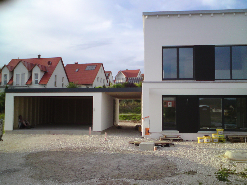 Garage mit carport am haus for Haus mit doppelgarage
