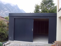 Fertiggarage in schwarz